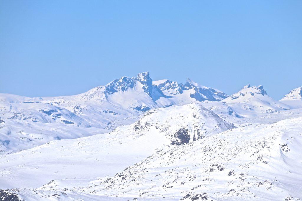 Store Austanbottstind og Ringstindane i Hurrungane sett fra Høgeloft på Filefjell.
