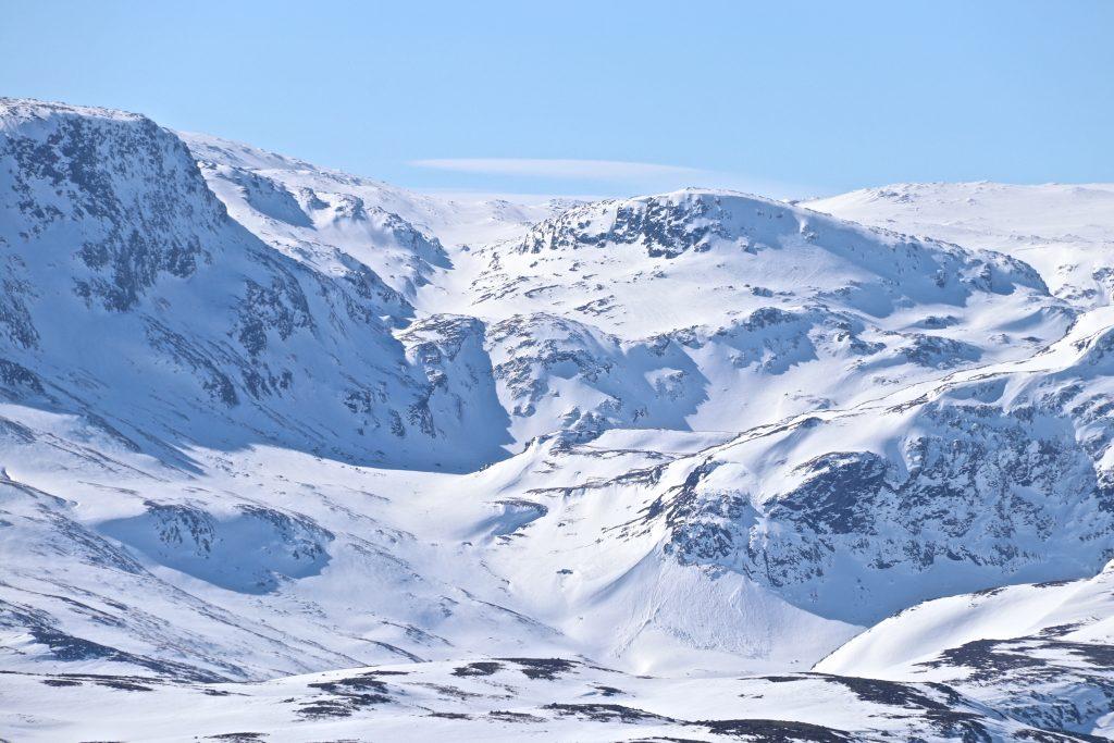 Oppgang til Folarskardnuten fra Raggsteindalen i nord.