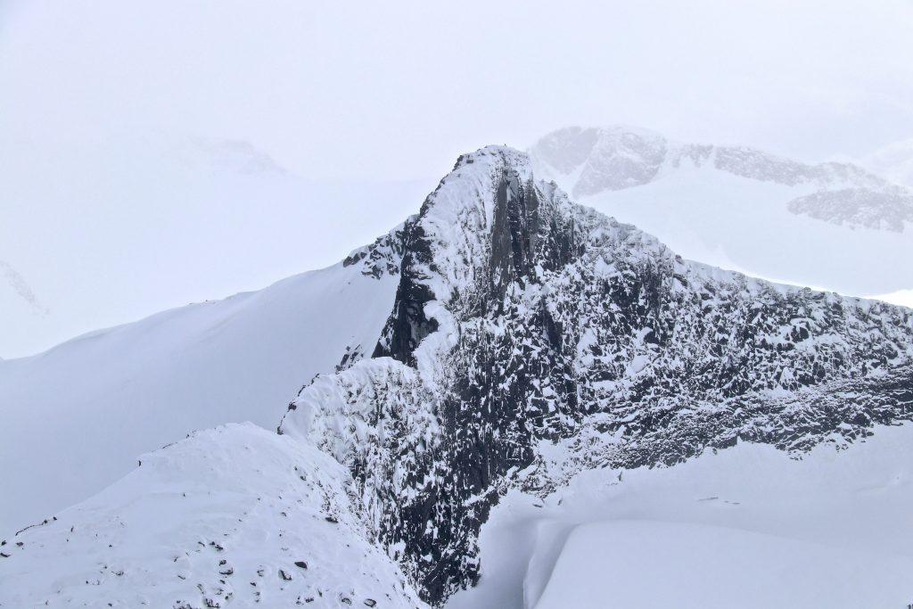 Veslebjørn (2.150 moh) sett fra toppen av Sokse (2.189 moh).