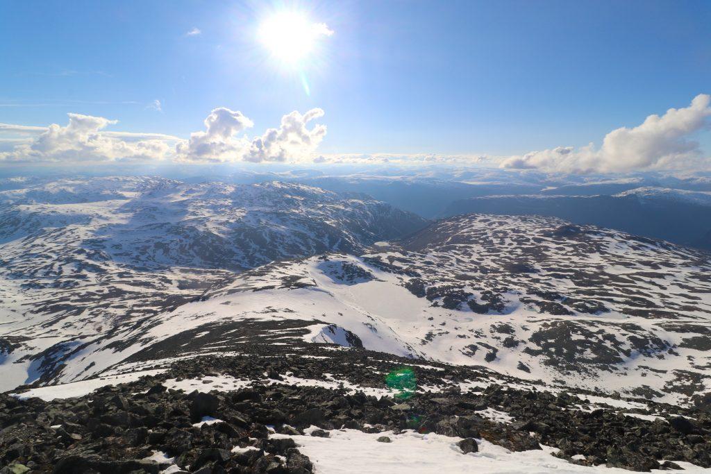Vestryggen ned Store Soleibotntinden og normalruten opp  mot toppen.