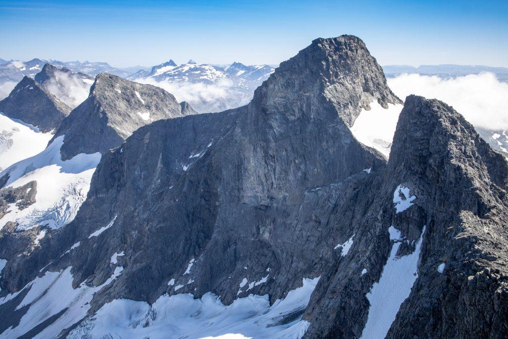 Store Ringstinden med Søre Soleibotntinden til høyre sett fra Store Soleibotntinden.