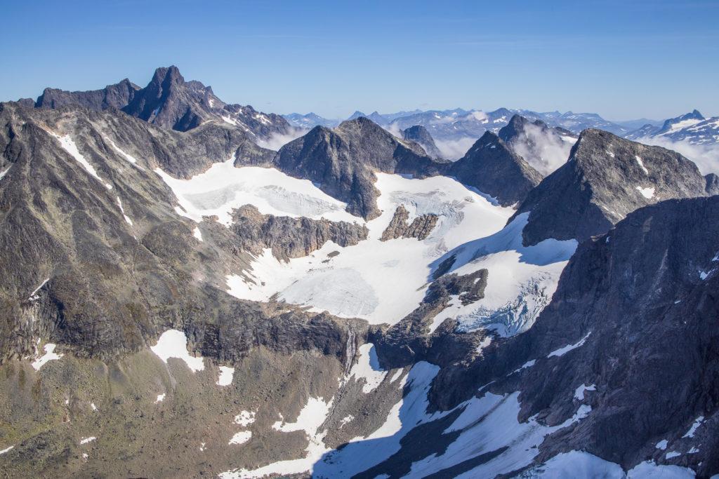Innerste delen av Ringsdalen med Ringsbreen og Austre- og Midtre Ringstinden.