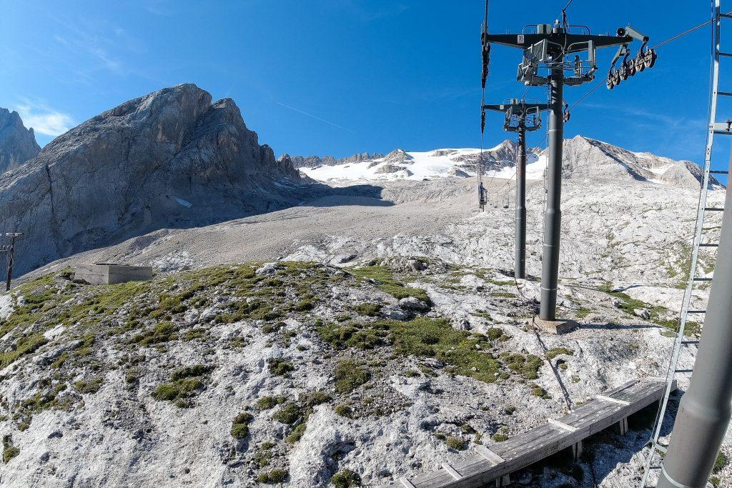 Heisen til Refugio Pian dei Fiacconi med Punta Penia (3.343 moh) bak.