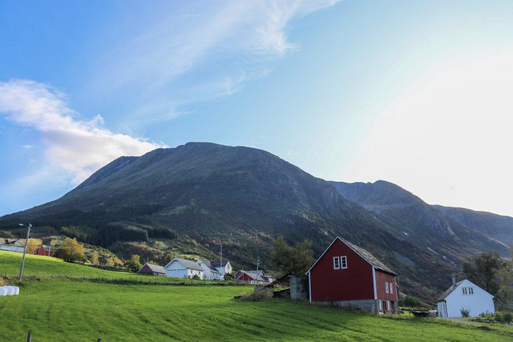 Turen til Melderskin starter fra Kletta hvor det er tilrettelagt med parkeringsplass.