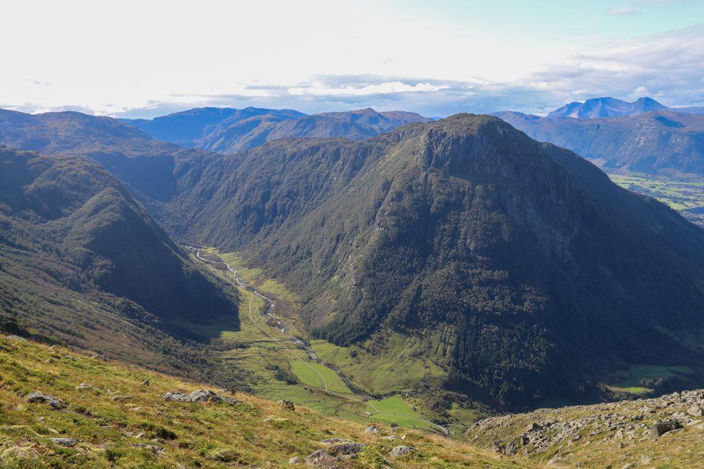 Muradalen og Malmangersnuten (888 moh).