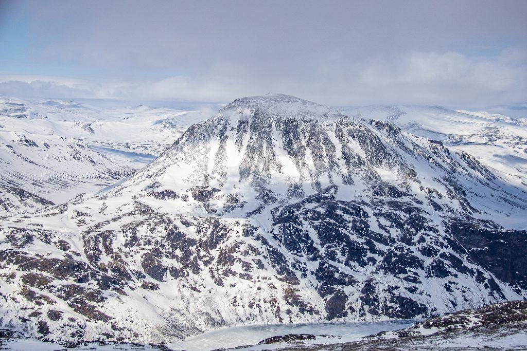 Besshøe sett fra toppen av Kalvehøgde.