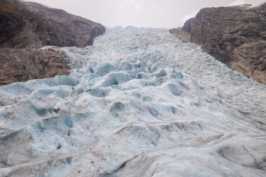 Odinsbreen er langt roligere enn Torsbreen og er et brefall det er mulig å ta seg opp.