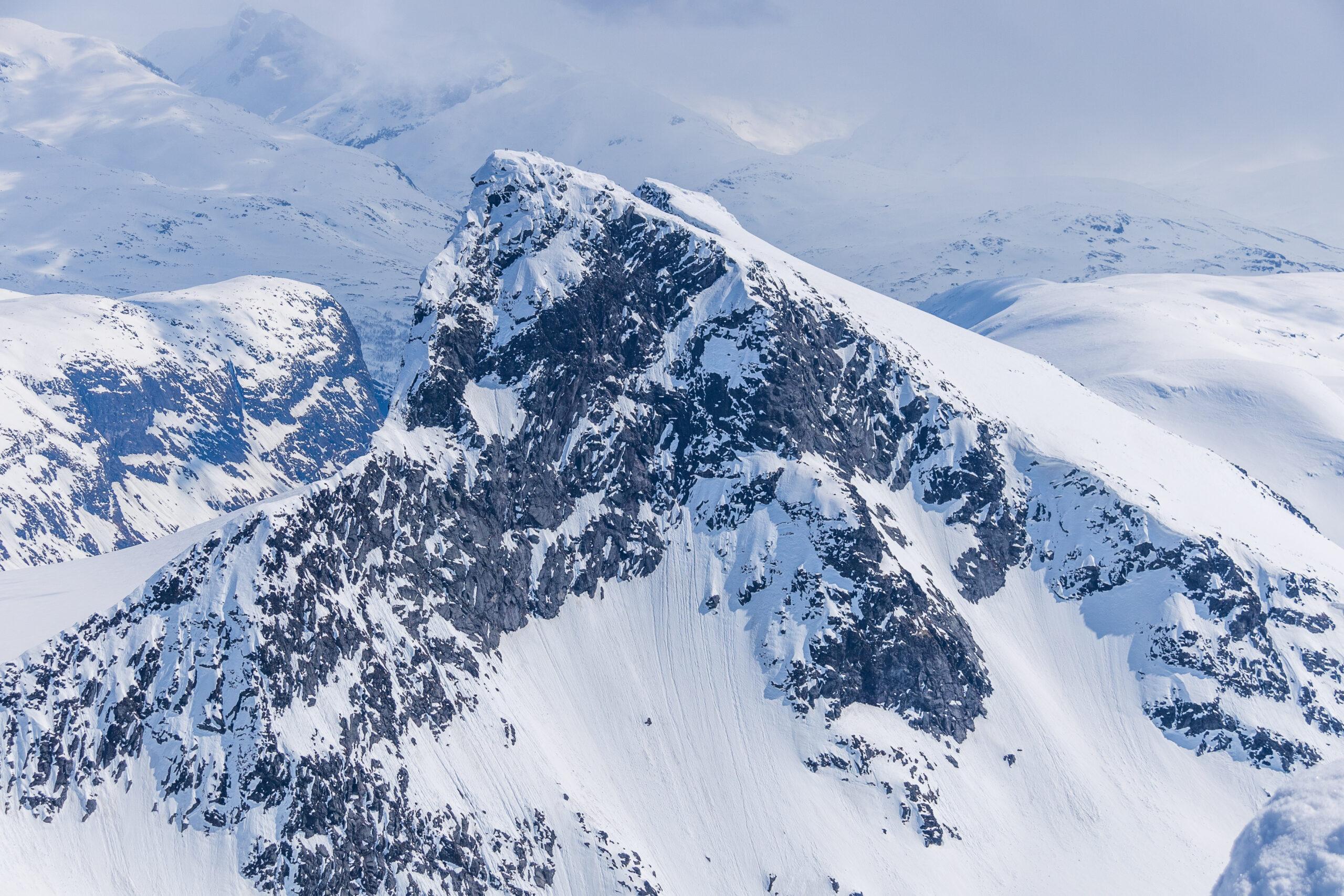 Stølsmaradalstinden sett fra toppen av Store Ringstind.