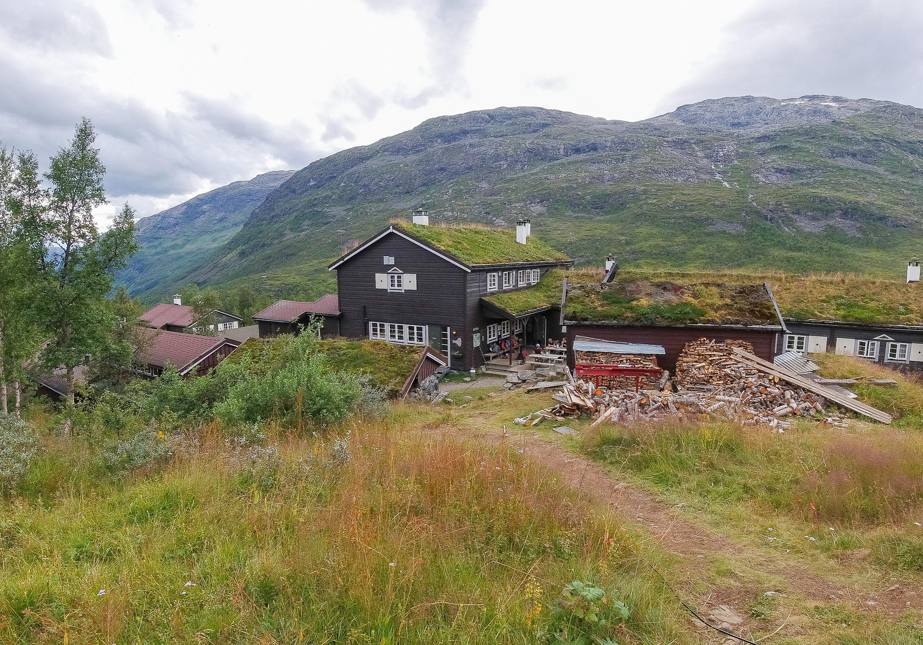 Skogadalsbøen innerst i Utladalen er blant landets mest utilgjengelige betjente turisthytter.