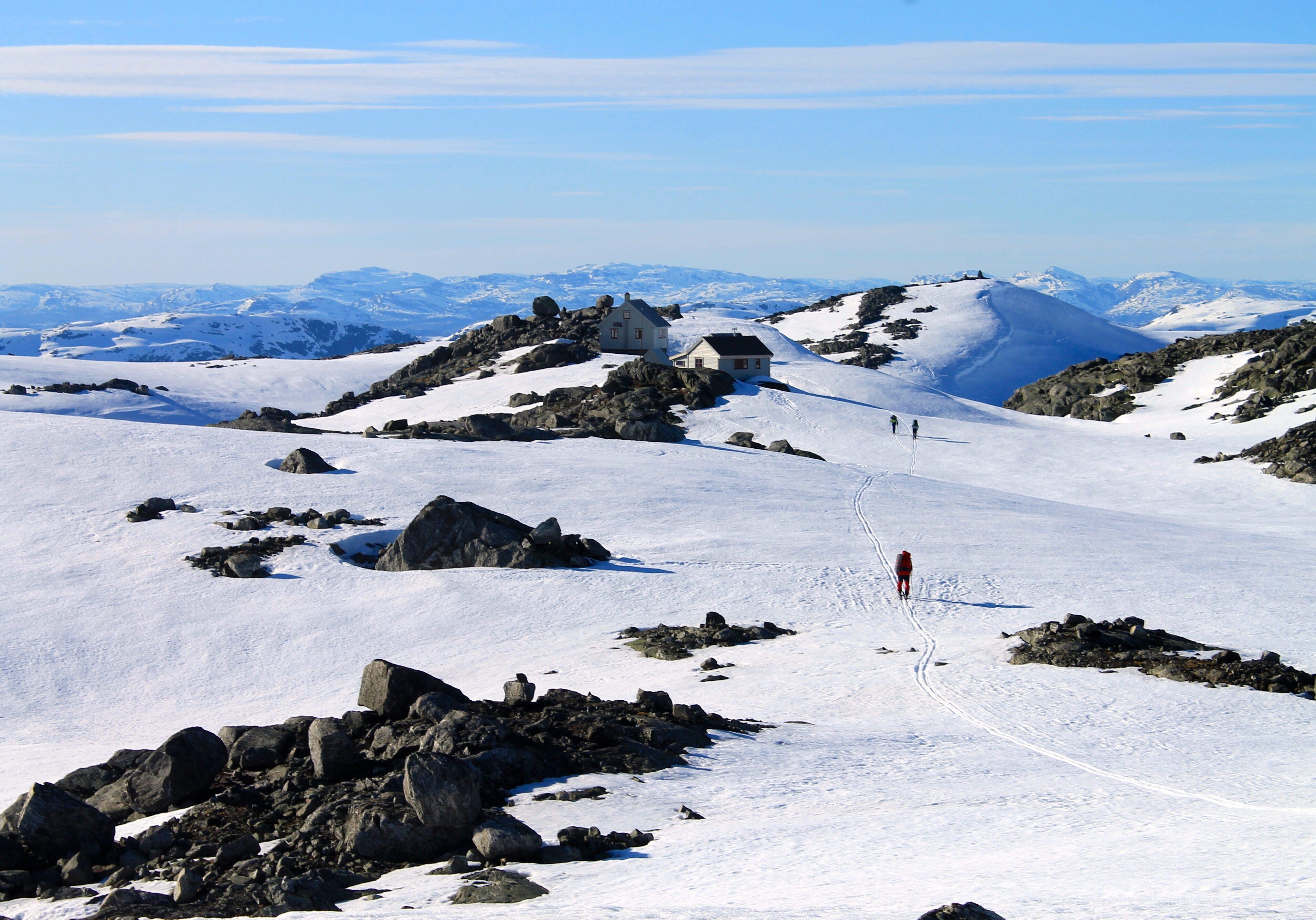 Fonnabu ligger spektakulært til ved Sørfonna av Folgefonna.